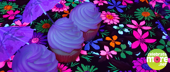 Will it Glow? Making Glow In The Dark Cupcakes
